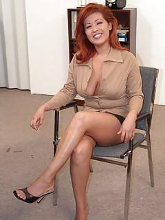 MILF Legs Pics